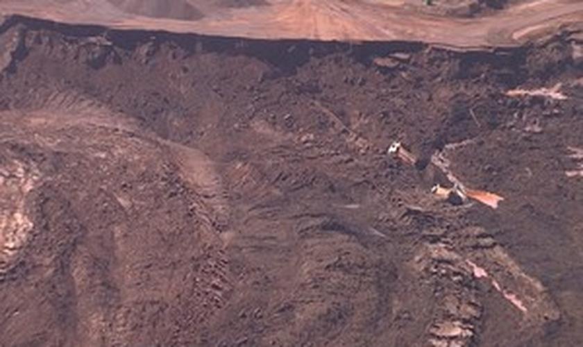 Rompimento moveu grande quantidade de terra e rejeitos