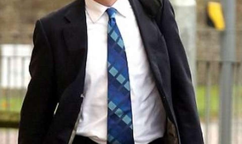 Myles Bradbury foi probido pela Justiça de ter contato com crianças