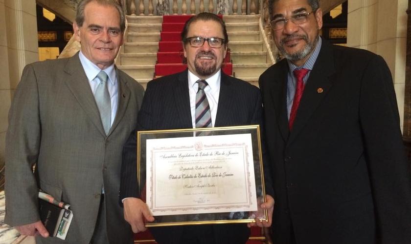 Asaph Borba é nomeado cidadão do Rio de Janeiro, em solenidade
