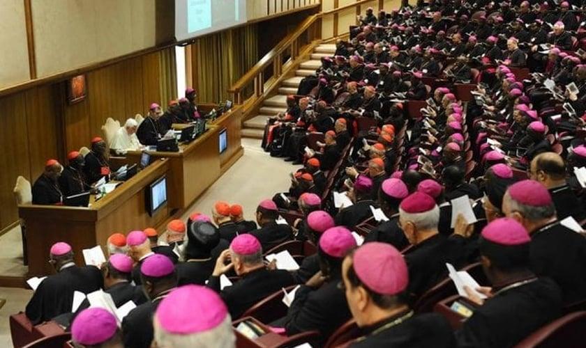"""Documento do Vaticano afirma que """"homossexuais têm dons a oferecer à comunidade cristã"""""""