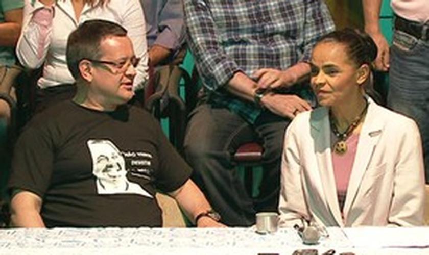 Marina anunciou apoio a Aécio Neves ao lado de seu candidato a vice na disputa presidencial, Beto Albuquerque