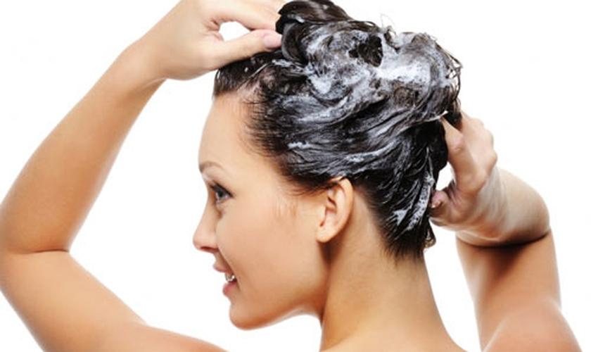 Confira cinco dicas para lavar os cabelos corretamente