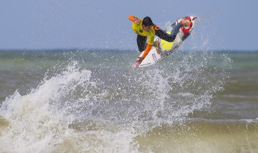 Gabriel Medina em ação em Peniche, Portugal