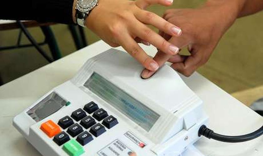 Niterói, estreando a votação biométrica, enfrentou enormes filas nas sessões no primeiro turno