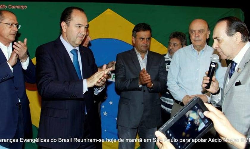 Em São Paulo, lideranças evangélicas declaram apoio a Aécio Neves