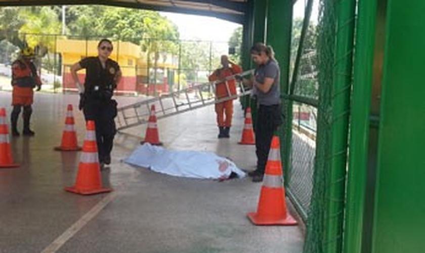 Corpo de homem que morreu ao cair de alambrado em quadra na Candangolândia, no DF