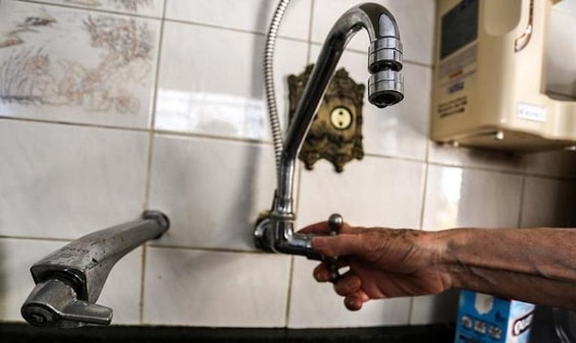 Moradores da Lapa, Zona Oeste de São Paulo (SP), relatam falta d'água nesta segunda-feira