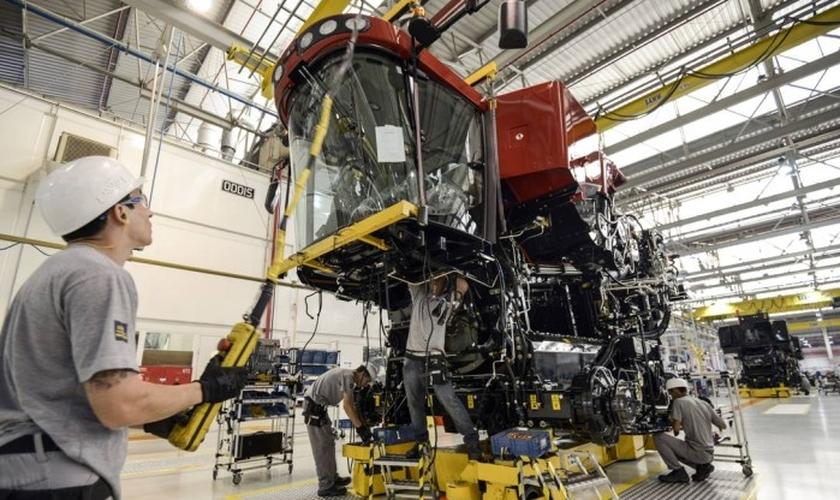 Fábrica de máquinas agrícolas em Sorocaba: indústria teve aumento de 0,7% na produção em agosto