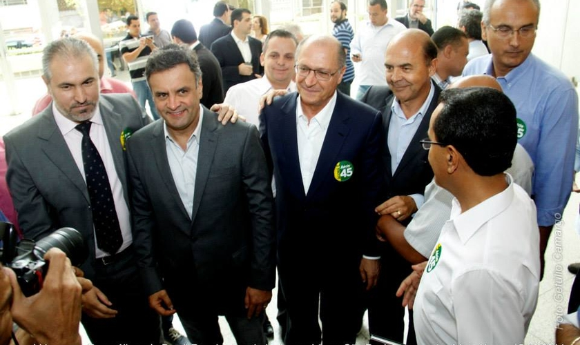 """""""Estamos próximos da nossa libertação"""", diz Aécio Neves a líderes evangélicos"""
