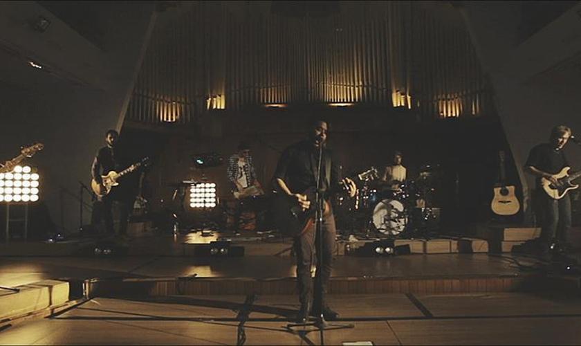 """Oficina G3 lança o clipe da canção """"Encontro"""" (Ao vivo); assista"""