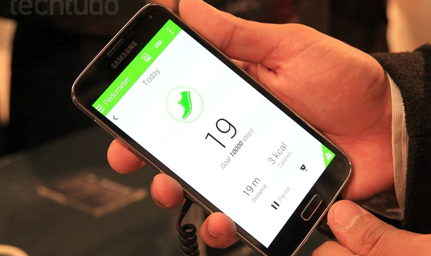 Galaxy S5 traz design de plástico, botão central e cantos arredondados