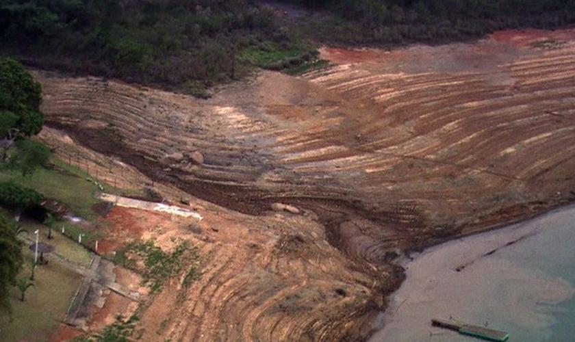 Um dos seis reservatórios do Cantareira está no nível operacional zero.