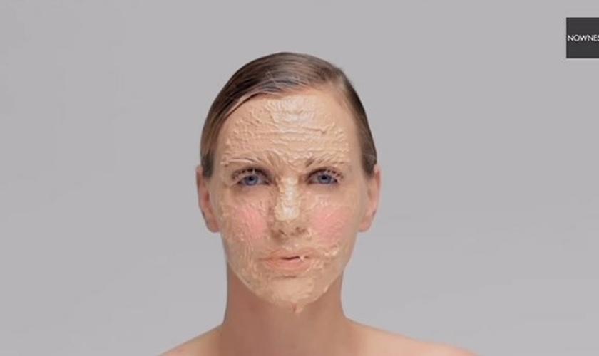 Vídeo mostra resultado de um ano sem tirar a maquiagem