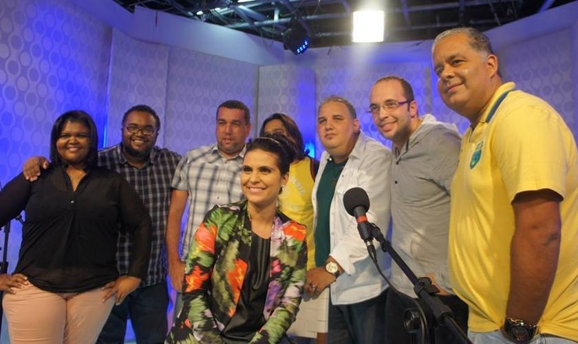 Aline Barros regrava canções em novo projeto acústico