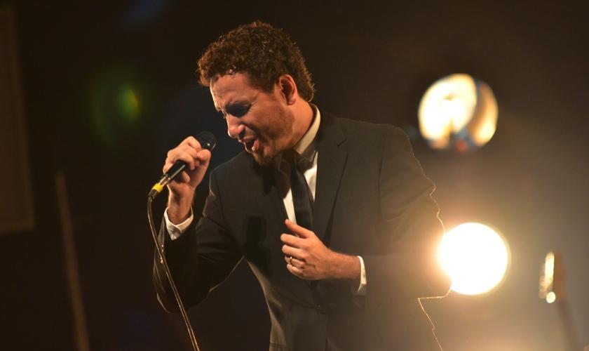 """Leonardo Gonçalves é atualmente um dos maiores nomes da música cristã nacional e tem alcançado grande repercussão com o novo CD / DVD """"Princípio"""""""