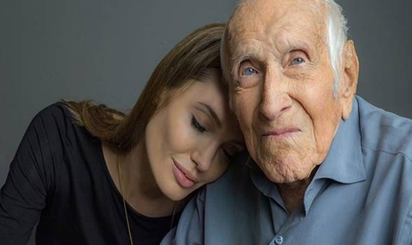 """Durante a produção de seu novo filme, Angelina Jolie precisou """"ajoelhar-se e orar por um milagre"""""""