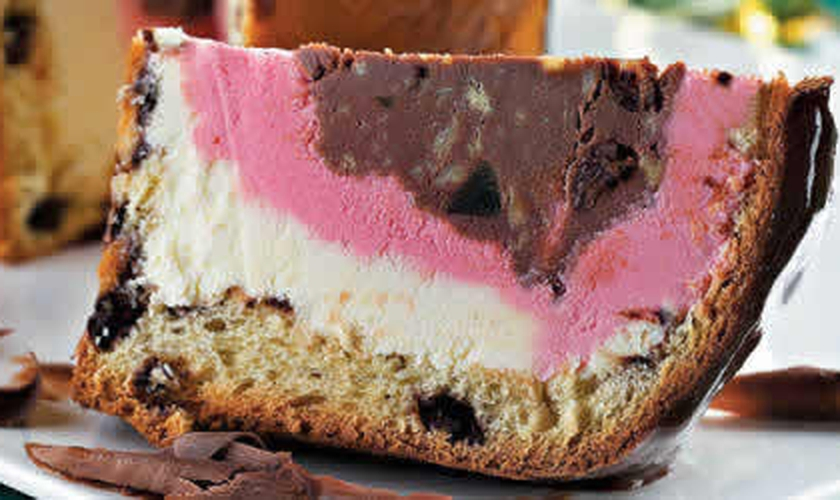 Panetone recheado com sorvete