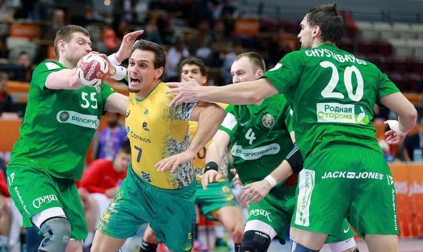 Brasil derrota Belarus e vence a primeira no Mundial