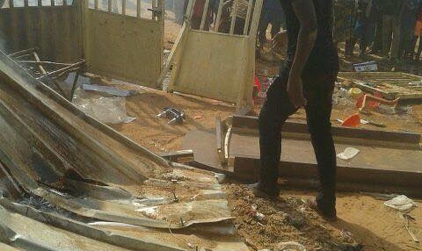 A casa da família de missionários e a base do Ministério Guerreiros de Deus foram completamente destruídas. Não houve feridos