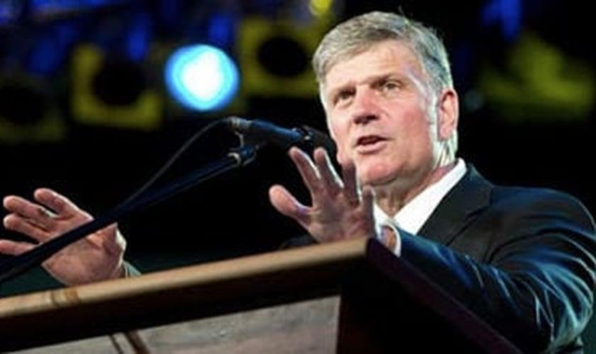 Franklin Graham é filho do grande evangelista Billy Graham e Presidente da 'Bolsa do Samaritano' e da Associação Evangelística Billy Graham.