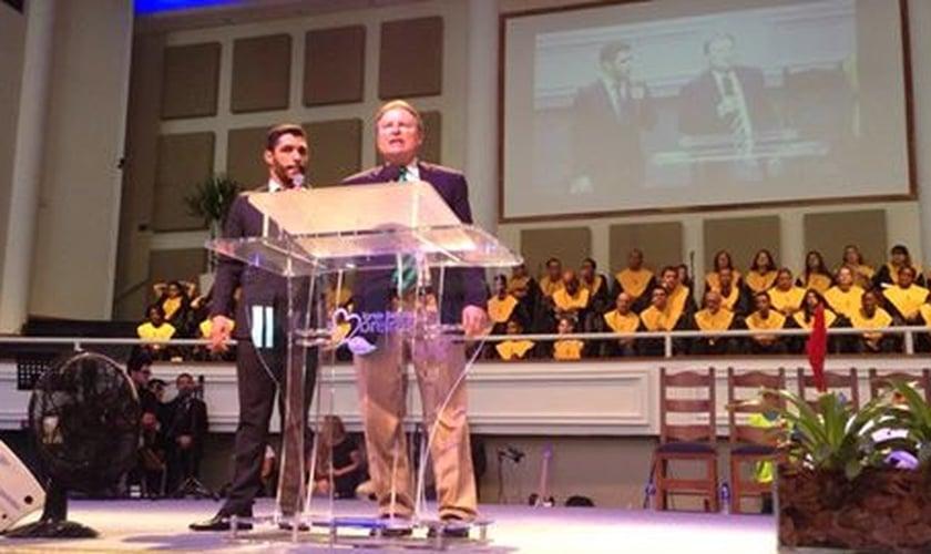Bob Rodgers, Pastor no Evangel World Prayer Center, EUA, durante a Escola Profética.