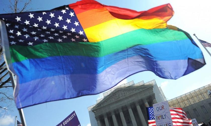 Todos os homossexuais dos Estados Unidos foram processados pela idosa Sylvia Driskell.