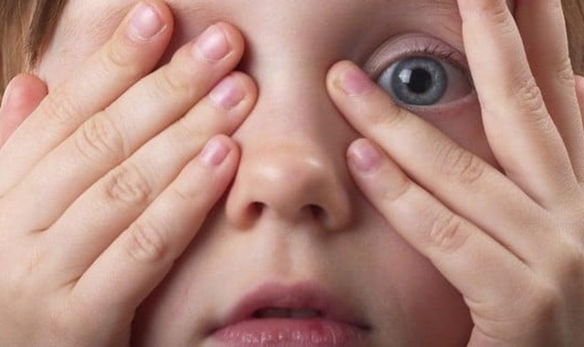 Criança com medo _ imagem ilustrativa