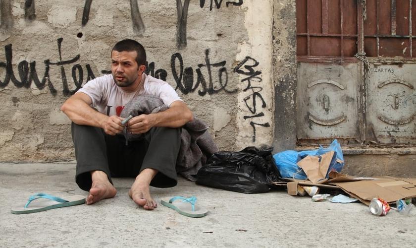 O filme é centrado no personagem Eduardo, um jovem da periferia de São Paulo que acaba se viciando em crack.