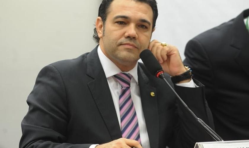 Marco Feliciano (PSC-SP) é deputado federal e integrante da Comissão de Direitos de Humanos e Minorias da Câmara. O parlamentar tem-se destacado, entre outros projetos, pela defesa dos Direitos da Família tradicional.