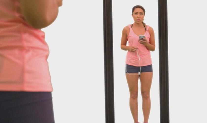 Personal fitness rebate as críticas das redes sociais em vídeo inspirador