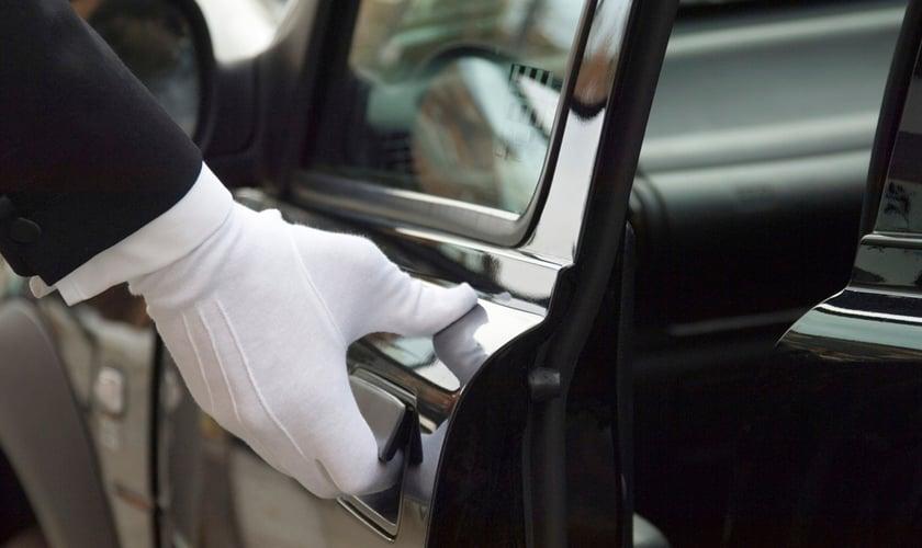 O Chofer de Cap permite que em qualquer local, um motorista particular seja solicitado dirigir o seu próprio carro.