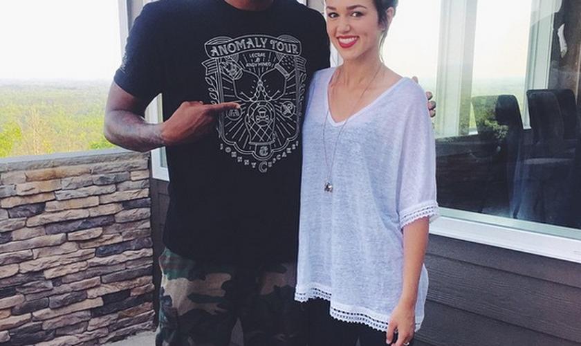O rapper Lecrae e a jovem cantora Sadie Robertson compartilharam fotos antes do evento, nas mídias sociais.