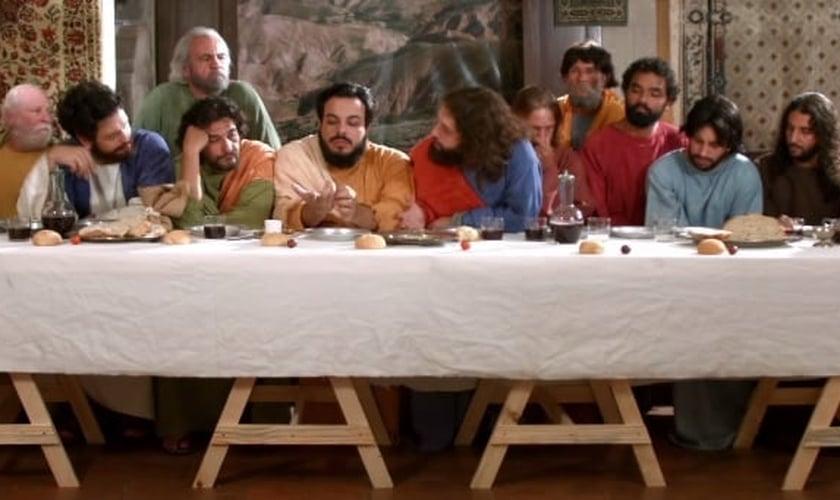 Porta dos Fundos satiriza a Última Ceia, realizada por Jesus Cristo, com seus discípulos.