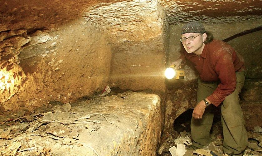 O cineasta Simcha Jacobovici afirma ter descoberto o túmulo de Jesus. (Reprodução/ Amazon)