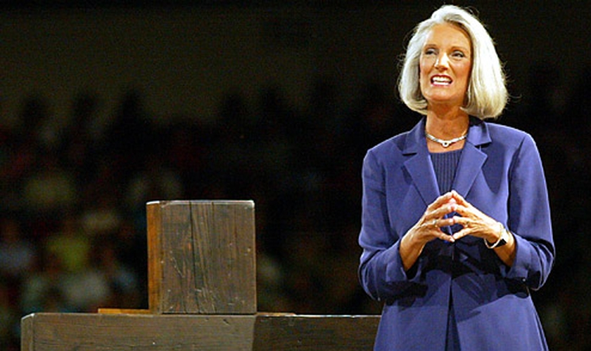 Anne Graham Lotz é filha do grande evangelista Billly Graham e tem seguido o ministério do pai, pregando em igrejas e também como escritora, com 11 livros publicados.