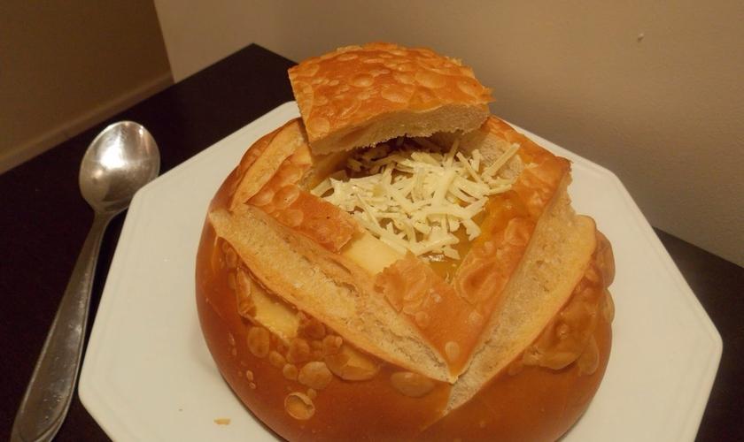 Creme de mandioquinha no pão sírio