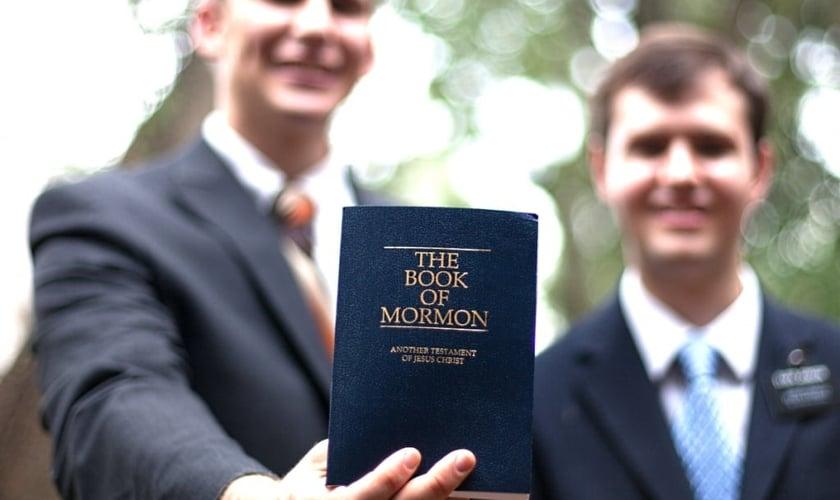 Grupos como os Mórmons e Testemunhas de Jeová são ainda mais engajados do que os evangélicos, mostra estudo. (Foto: Reprodução)