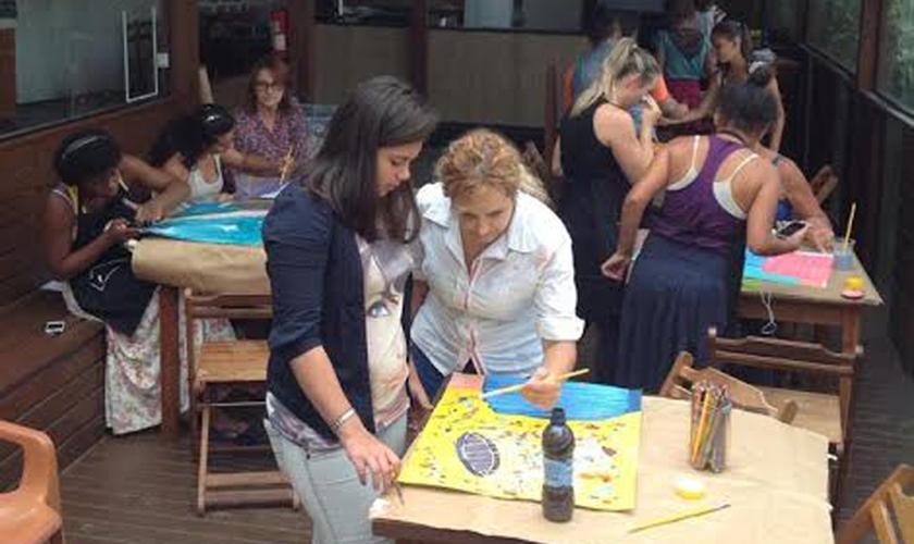 Instituto Hope House em uma de suas ações sociais com adolescentes. (Foto: Divulgação)