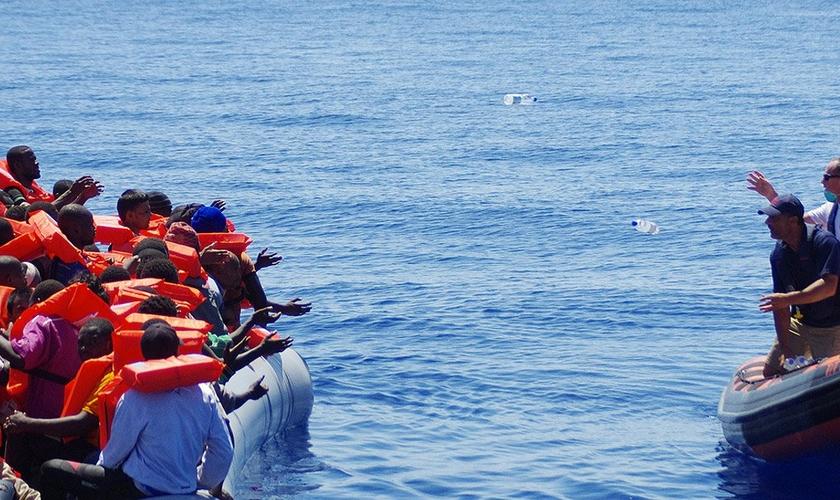 Milhares de pessoas fugiram do Oriente Médio em barcos pequenos e frágeis. (Foto: MAIS)