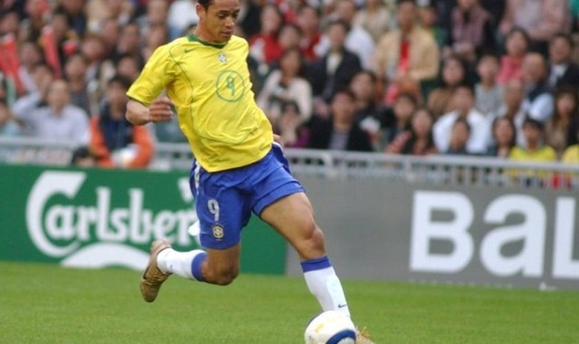 Ricardo Oliveira completou 15 anos de carreira nesta semana e e já disputou 11 jogos pela seleção brasileira de futebol. Atualmente, é artilheiro do Brasileirão com 17 gols, jogando pelo Santos F.C.