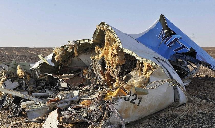 O avião caiu na península do Sinai 23 minutos após a decolagem. Não houve sobreviventes. (Foto: EPA)