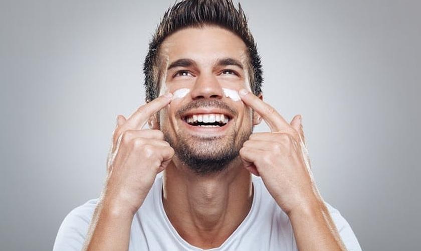O resultado da pele de um homem que nunca se cuidou é seu envelhecimento precoce. (Foto: Divulgação)