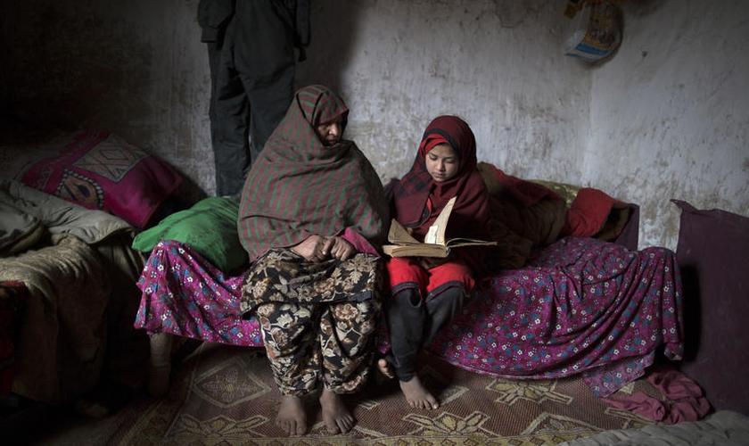 Dez favelas, que reúnem cerca de 120 mil moradores, são reconhecidas em Islamabad. (Foto: Reuters)