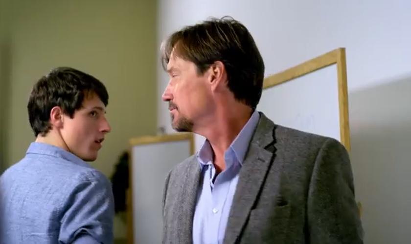 """No primeiro filme da saga """"Deus Não Está Morto"""", um aluno cristão entra em um embate com seu professor ateu. (Foto: Divulgação)"""
