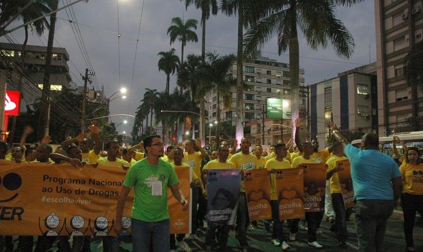 Jovens que fazem parte do projeto Cristolândia e membros da Igreja Batista percorreram mais de 1 km. (Foto: Guiame/ Marcos Paulo Corrêa)