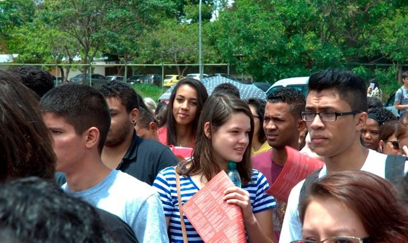 esmo iniciando o exame mais tarde, os sabatistas chegam aos locais de prova no mesmo horário que os demais candidatos. (Foto: MEC).