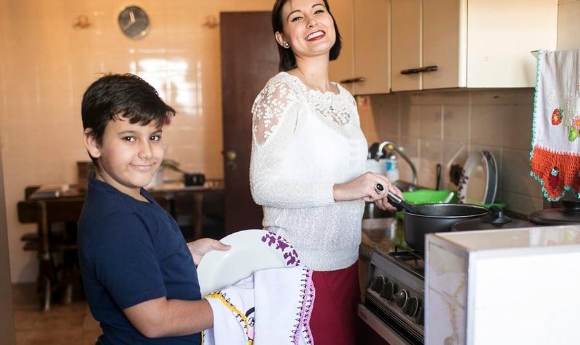 Andressa Urach mora com o filho, Arthur, de 9 anos, em um apartamento na capital paulista. (Foto: Iwi Onodera / Ego)