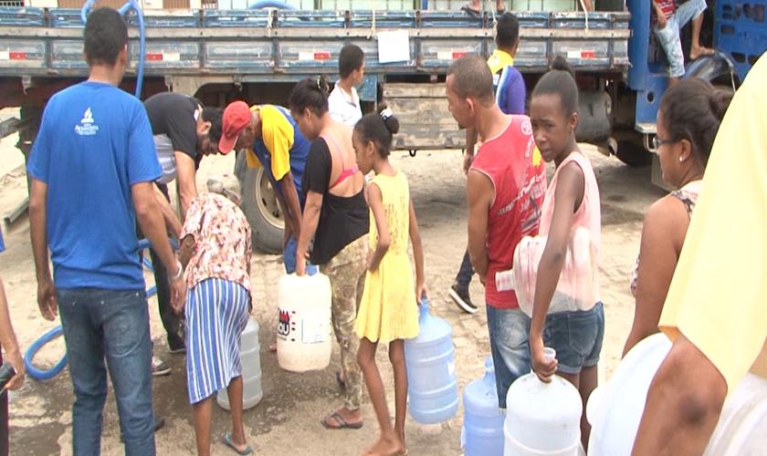 Os moradores de Itabuna têm sofrido com a carência de água potável. (Foto: Divulgação).
