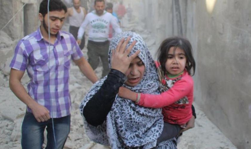 Várias queixas foram registradas pelos poucos habitantes que conseguiram fugir do centro da cidade. (Foto: Reuters).