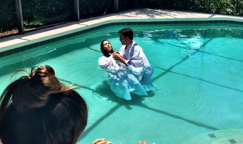 A brasileira, que mora nos EUA, se rendeu ao compromisso de viver uma nova vida em Jesus Cristo. (Foto: Reprodução/Instagram)